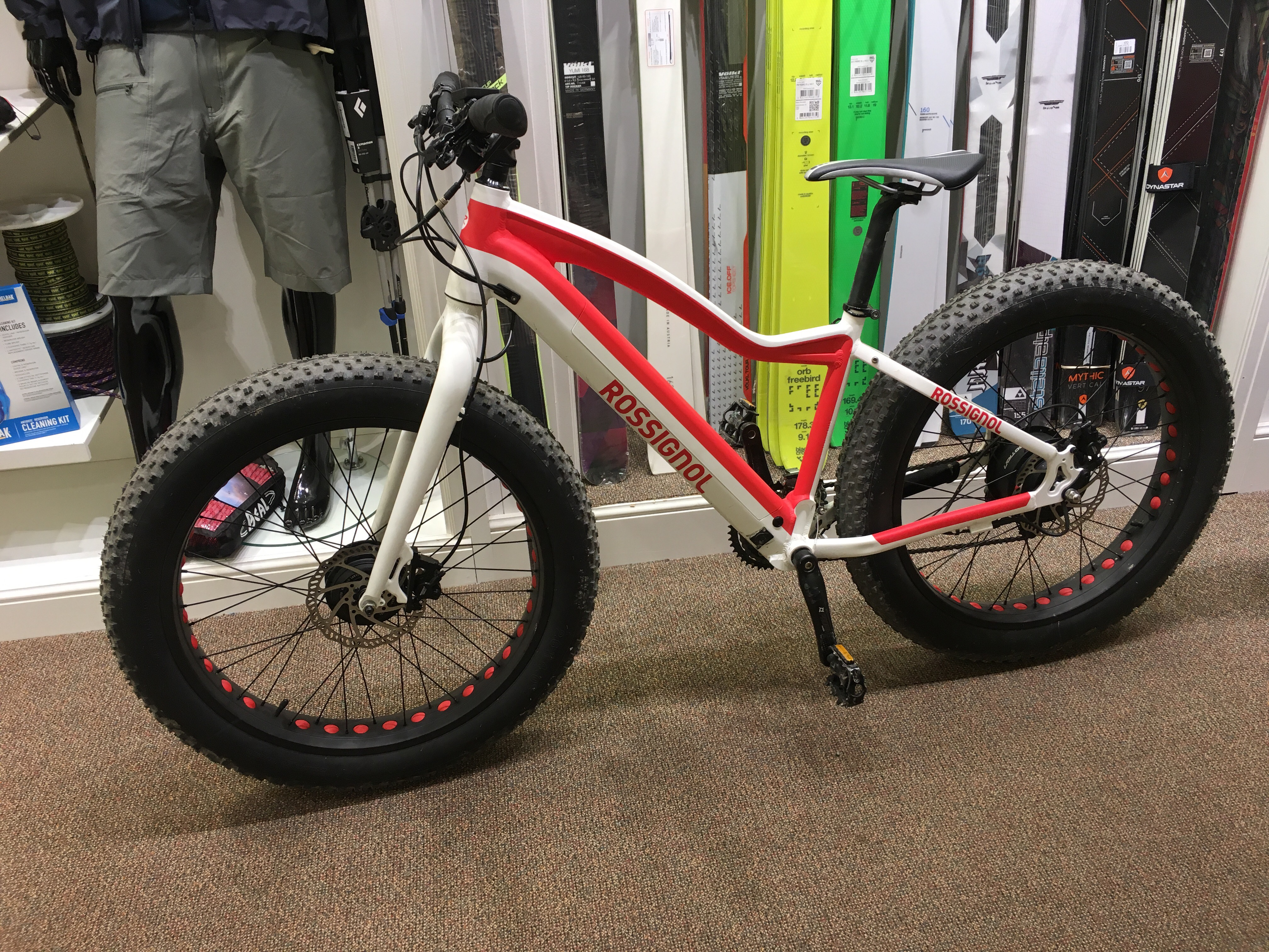 f452d698f82 This little beauty is an E-Fatbike. Now it's obviously a publicity machine  as Rossignol wouldn't be the first manufacturer you would think of for a  bicycle, ...
